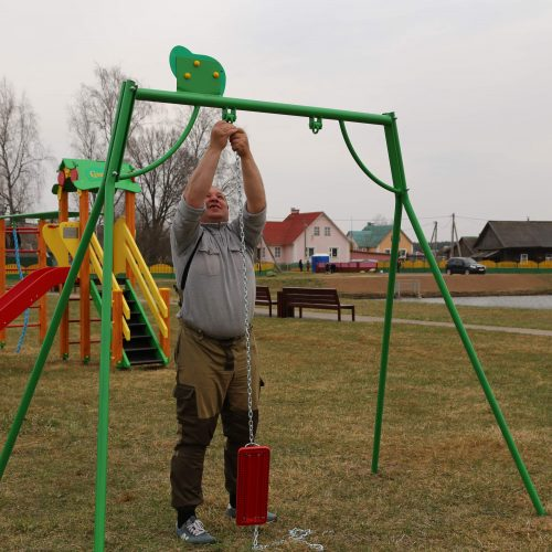 Уборка Стеллы, новые деревья и подарок детям. В Шклове прошел республиканский субботник (фотоотчет)