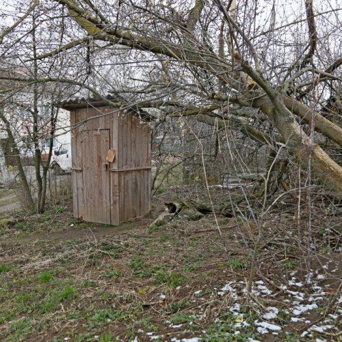 Яма раздора. Жители дома по улице 70 год Великой Перамоги жалуются на антисанитарию во дворе